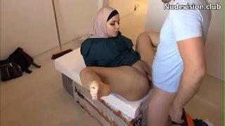 Árabe fudendo a buceta carnuda – Assistir em – www.bit.ly/arabe-fudendo