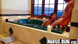 I Know That Girl – Laura Brooks makes a sex tape with her bf